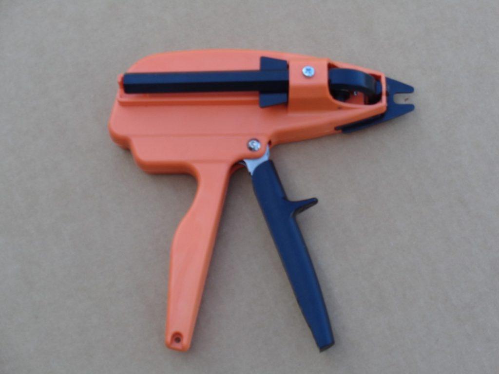 Hog Ringer Tool